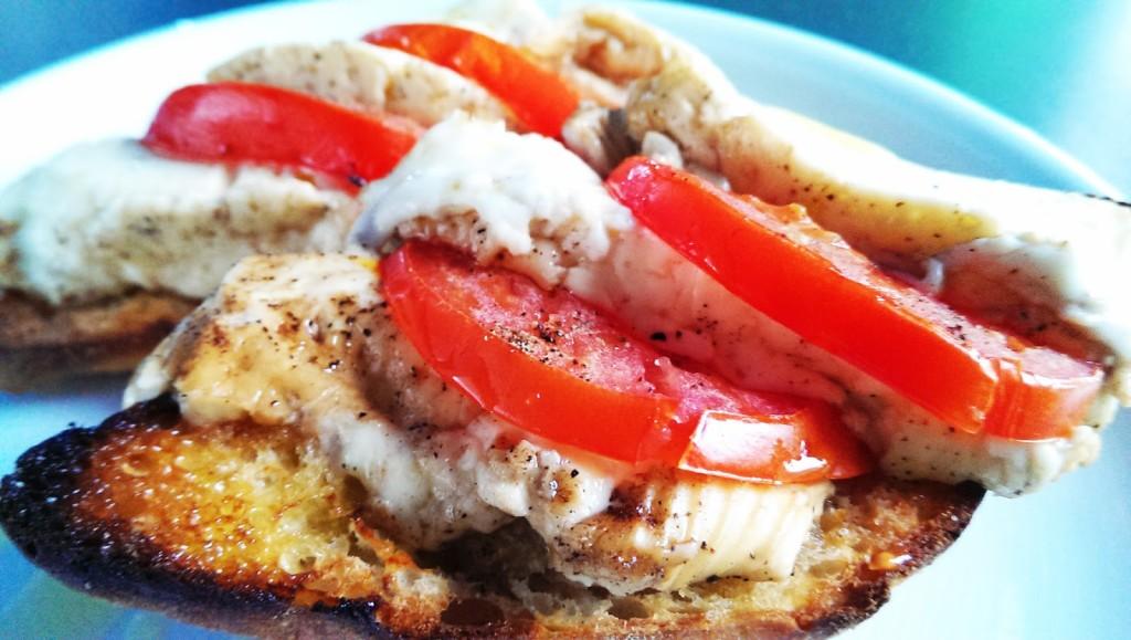 Feta in Alufolie mit Tomaten