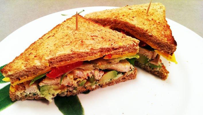 Club Sandwich mit Hähnchenbrust