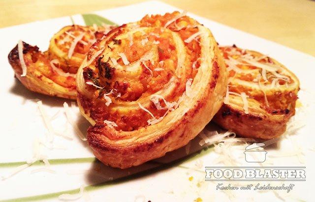 Blätterteigschnecke mit Bohnen-Tomaten-Füllung