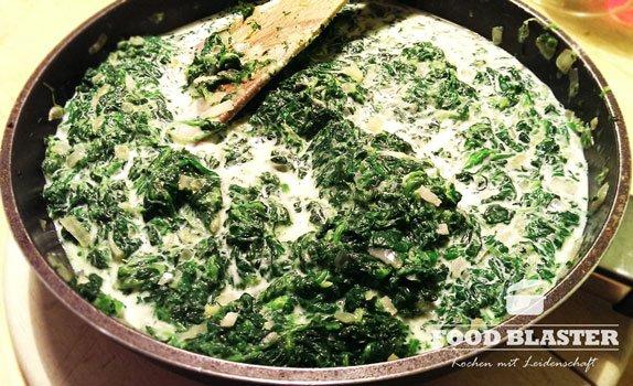 Spinat und Knoblauch anschwitzen