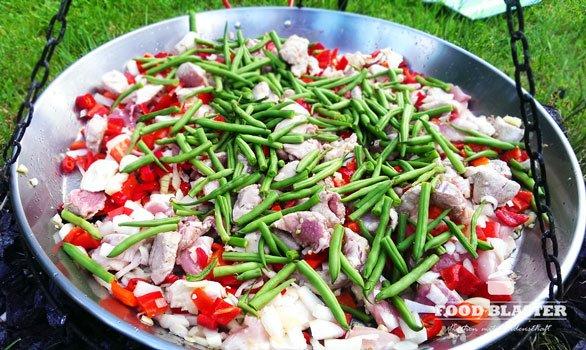 Paellapfanne mit Bohnen