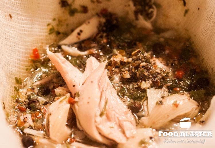 Hühnersuppe abseihen