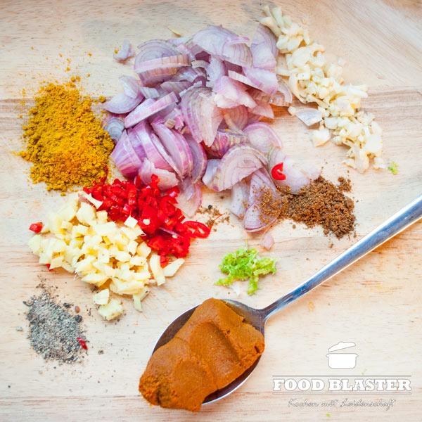 Asiatische Gewürze für Hähnchencurry