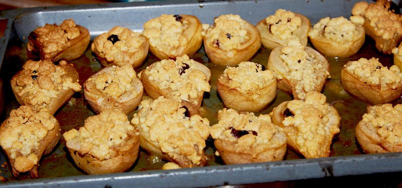 Gebackene Birne aus dem Ofen